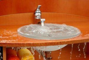 Местами засора обычно являются сифон или канализационная труба