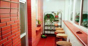 красный балкон